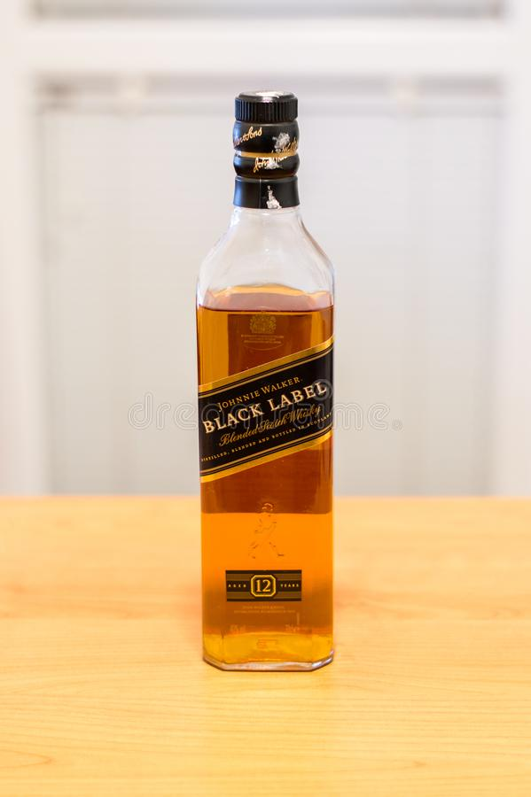 Geopende fles Johnnie Walker Black Label Scotch-wisky royalty-vrije stock foto's