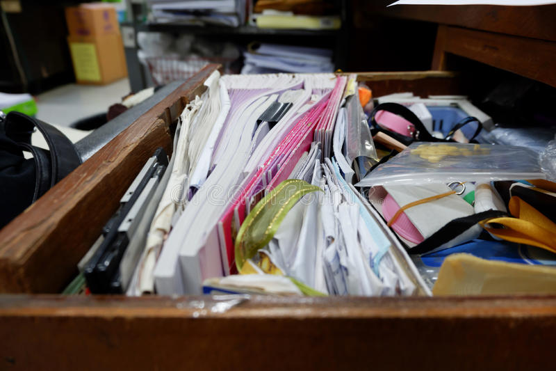Geopende lade houten lijst royalty-vrije stock foto's