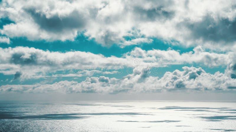 Geopende overzees die aan de hemel verbinden royalty-vrije stock afbeeldingen