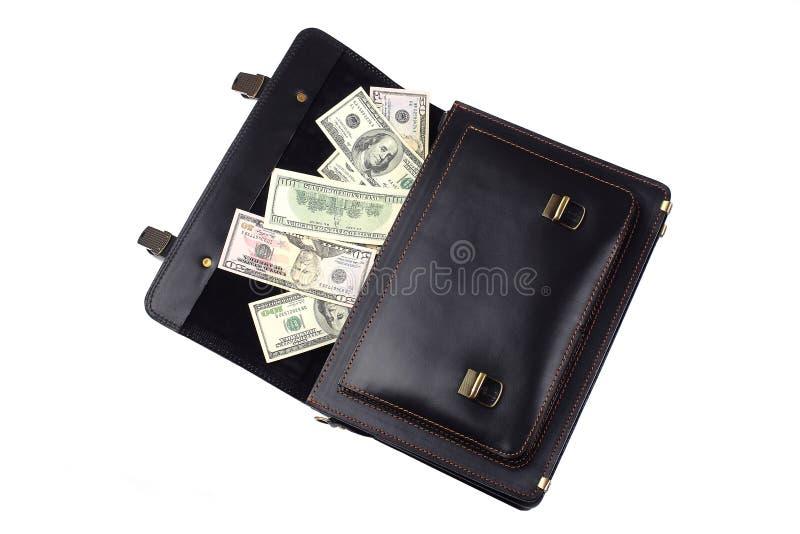 Geopende zwarte die leeraktentas met dollars op witte bedelaars worden geïsoleerd royalty-vrije stock afbeeldingen