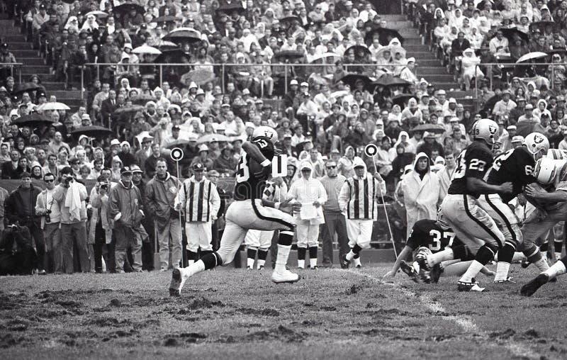 George Atkinson, devolvedor do pontapé dos Oakland Raiders fotos de stock