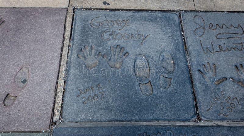 George Clooney handprints i den Hollywood boulevarden framme av den kinesiska teatern - Los Angeles Kalifornien, USA royaltyfria bilder