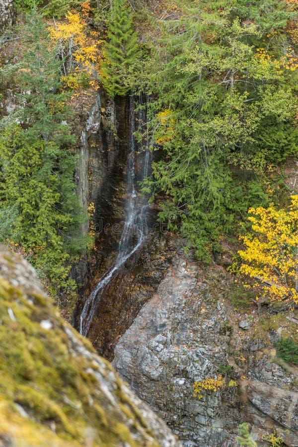 George Creek Waterfall cerca de la carretera del norte de las cascadas imagen de archivo libre de regalías