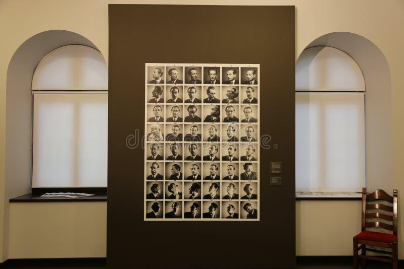 George Lövendal zelfportretexpositie stock fotografie