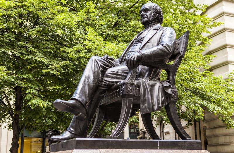 George Peabody Statue em Londres imagens de stock royalty free