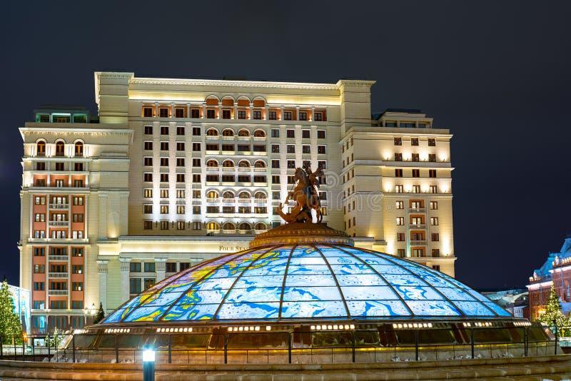 George The Victorious Monument no quadrado de Manege, escultura Rússia fotografia de stock royalty free