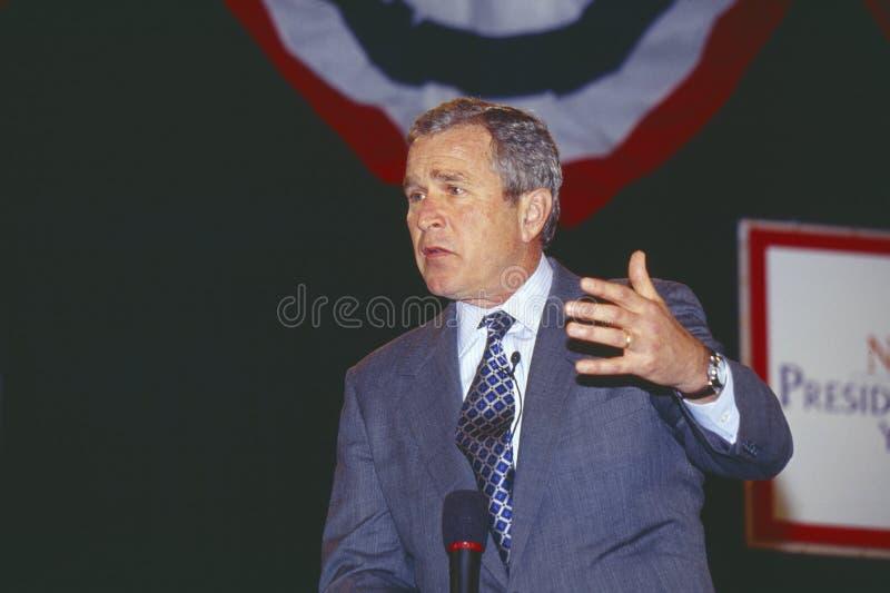 George W Bush che indirizza il forum della gioventù dei candidati alla presidenza di New Hampshire, Manchester, NH gennaio 2000 fotografie stock libere da diritti