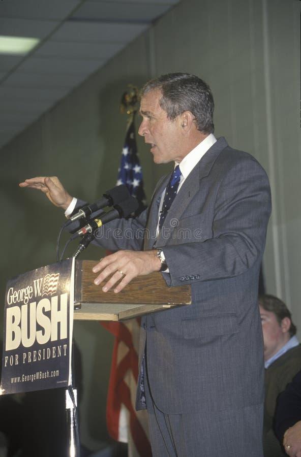 George W Bush die van podium bij campagneverzameling spreken, Londonderry, NH, Januari 2000 royalty-vrije stock afbeeldingen