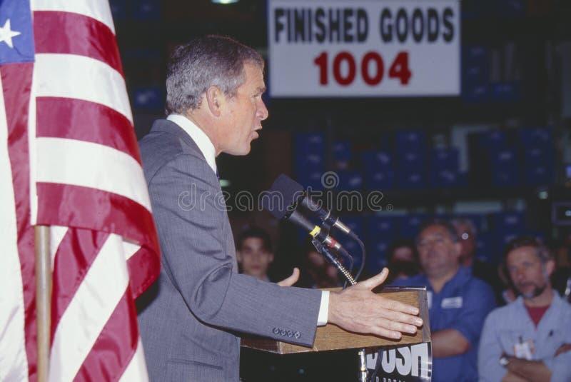 George W Bush que fala do pódio na reunião da campanha, Laconia, NH, em janeiro de 2000 fotografia de stock
