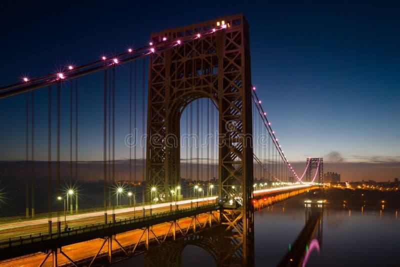 George Washington Bridge dans le rose photo libre de droits