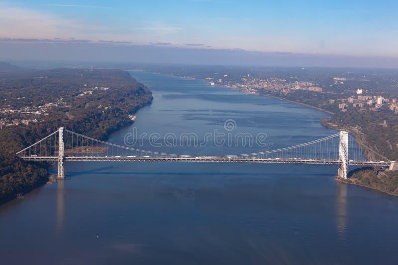 George Washington-brug in New York in de V.S. Luchthelikoptermening Algemene mening royalty-vrije stock afbeeldingen