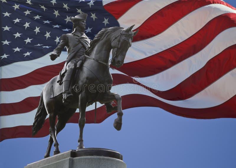 George Washington Statue et drapeau des USA image libre de droits