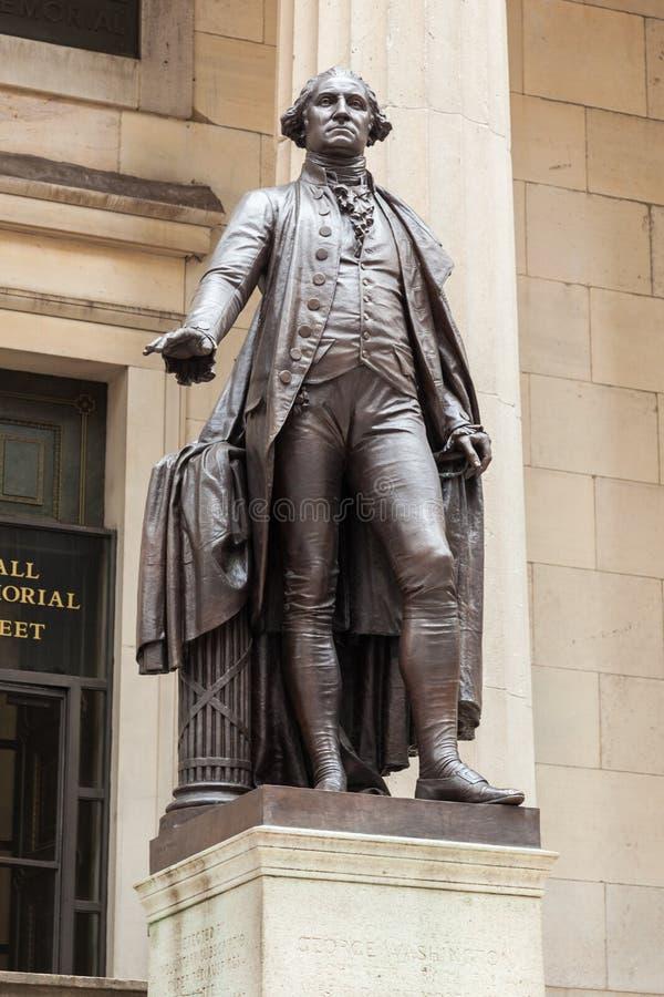 George Washington staty i vägggatan - Manhattan - New York arkivbilder