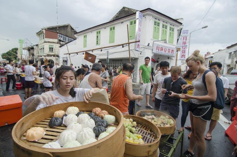 """GEORGETOWN, †de PENANG/MALAYSIA """"7 de julio de 2016: Los vendedores ambulantes venden chino fotografía de archivo libre de regalías"""