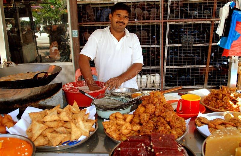 Georgetown, Malaisie : Constructeur de nourriture indien photos libres de droits
