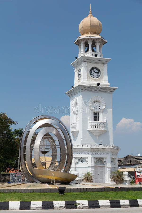 Georgetown, Penang/Malásia - cerca do outubro de 2015: Rainha Victoria Memorial Clocktower em Georgetown, Penang, Malásia fotos de stock royalty free