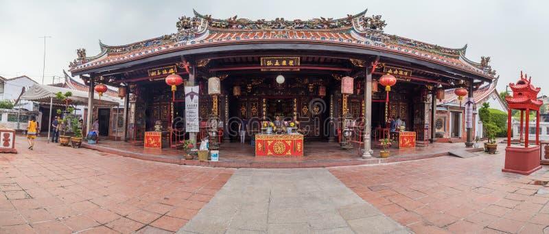 Georgetown Penang/Malaysia - circa Oktober 2015: Panorama av Cheng Hoon Teng den kinesiska buddistiska templet i Georgetown, Pena arkivfoton