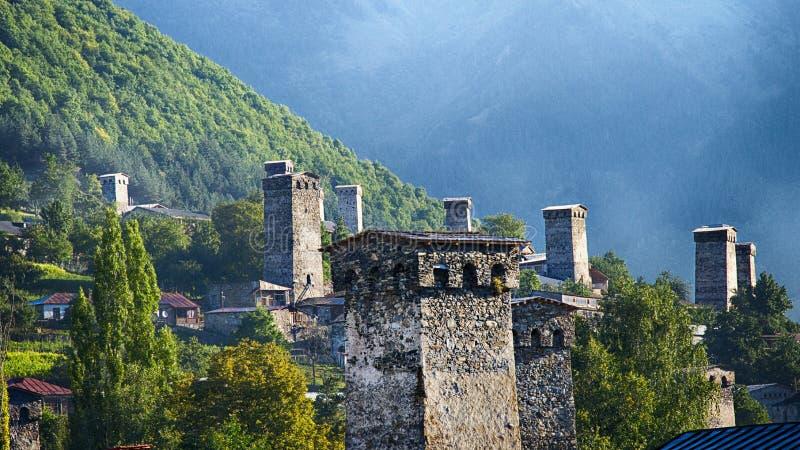 Georgia, Gruzia, Svaneti, Mestia, las atalayas foto de archivo