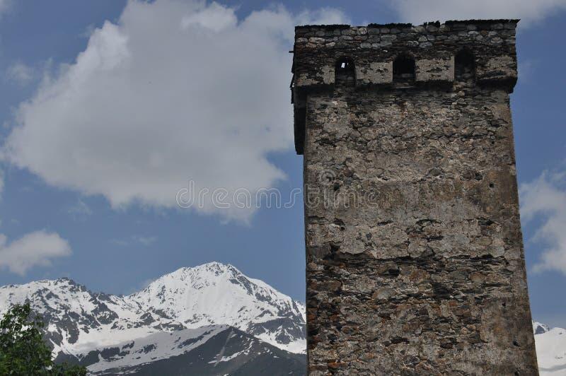 Georgien Swankturm Wohnungsbau in den Bergen defensiv Kaukasus lizenzfreie stockfotos