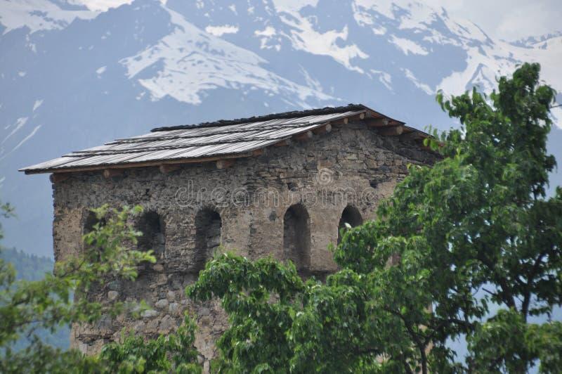 Georgien Swankturm Wohnungsbau in den Bergen defensiv Kaukasus lizenzfreies stockbild