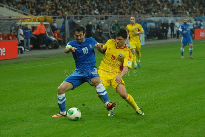 Georgios Karagounis e Cristian Tanase durante la partita di spareggio della coppa del Mondo della FIFA fotografia stock