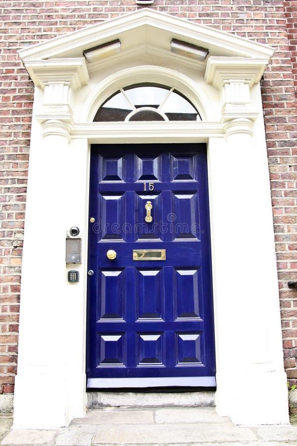 Georgische Tür, Dublin, Irland lizenzfreie stockfotos