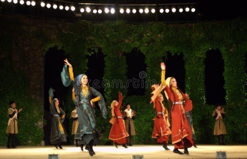 Georgische weibliche Tänzer stockbild