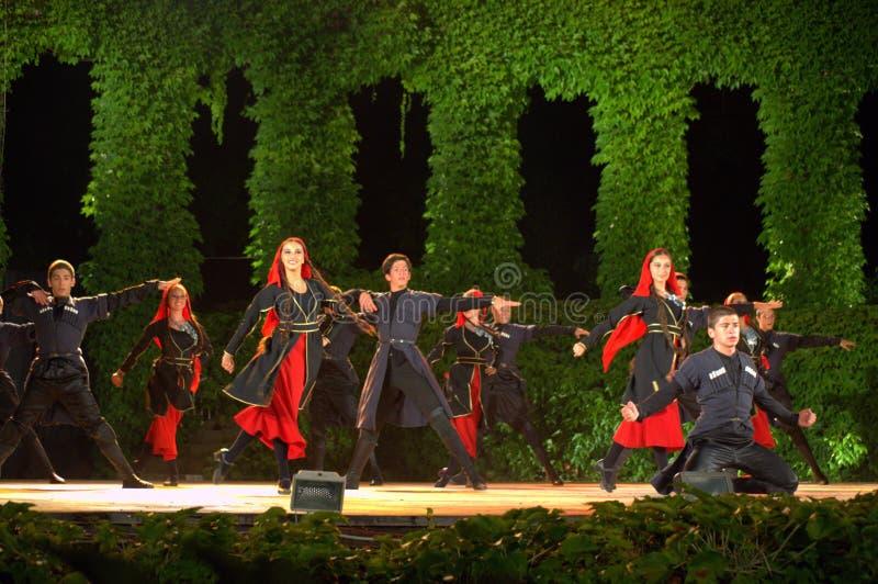 Georgisches Tanzenschauspiel lizenzfreie stockfotografie