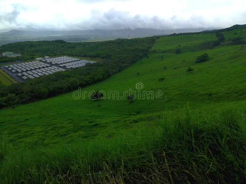 Geotermiczna energia i panelu słonecznego system Costa Rica fotografia royalty free