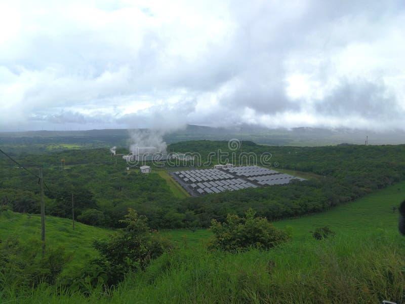 Geotermiczna energia i panelu słonecznego system Costa Rica obrazy stock
