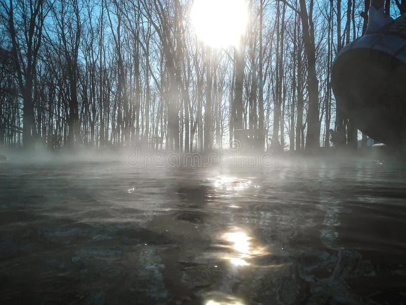 Geotermiczny basen, kontrpara na wodzie obrazy stock