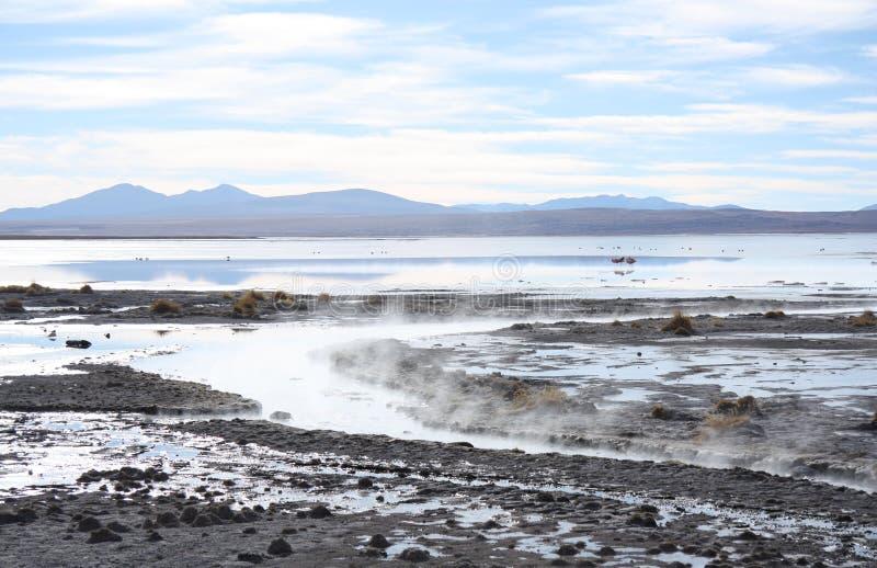 Geotermiczny gorącej wody jezioro w Andes obraz stock