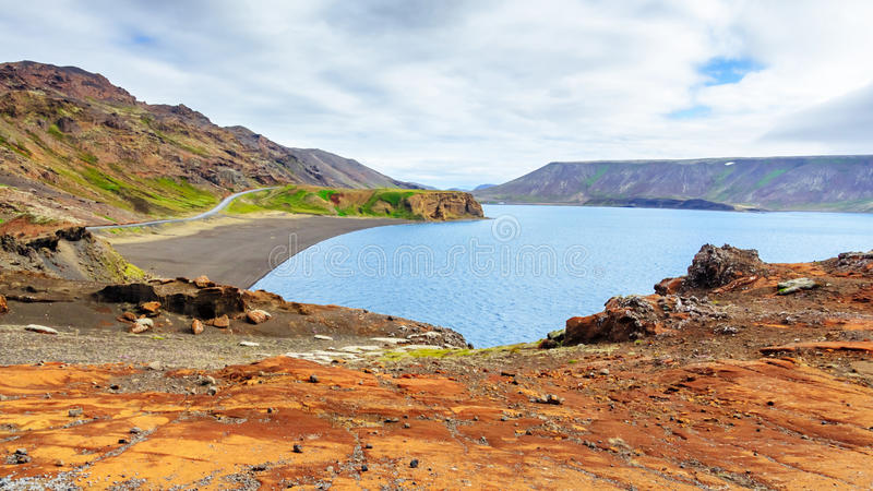 Geotermiczny jezioro w Iceland, Kleifarvatn jezioro, Reykjanes półwysep fotografia stock