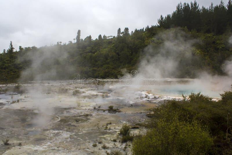 Geotermiczny taras i kontrpara od gorącego basenu obraz royalty free