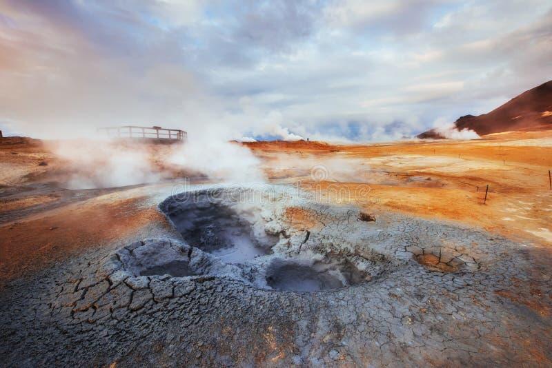 Geotermiczny teren Hverir Lokaci miejsca jezioro Myvatn zdjęcia royalty free