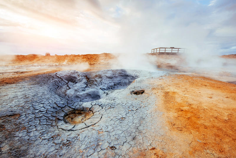 Geotermiczny teren Hverir Lokaci miejsca jezioro Myvatn fotografia royalty free