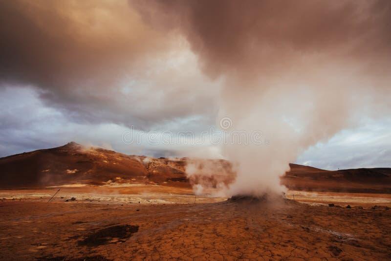 Geotermiczny teren Hverir Lokaci miejsca jezioro Myvatn zdjęcie royalty free