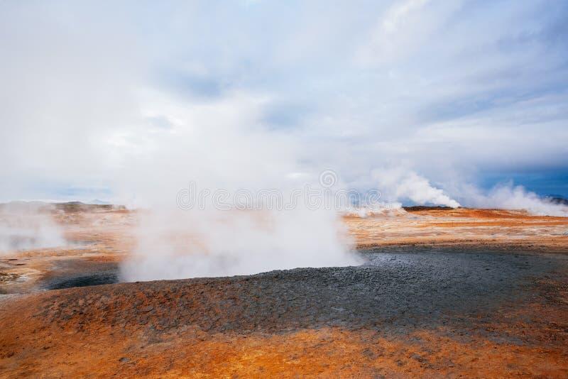 Geotermiczny teren Hverir z parowymi erupcjami, Iceland, Europa obraz stock