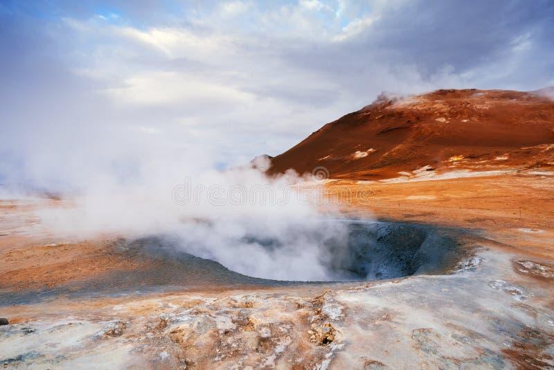 Geotermiczny teren Namafjall z parowymi erupcjami, Iceland, Europa zdjęcie stock