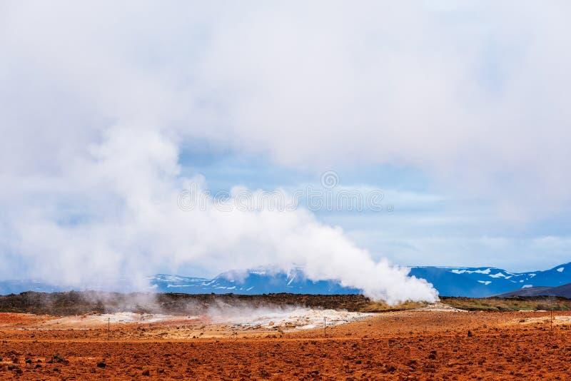 Geotermiczny teren Namafjall z parowymi erupcjami, Iceland, Europa obrazy stock