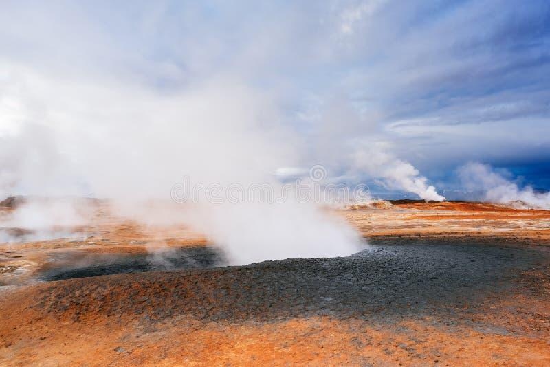 Geotermiczny teren Namafjall z parowymi erupcjami, Iceland, Europa zdjęcie royalty free