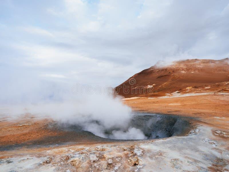 Geotermiczny teren Namafjall z parowymi erupcjami, Iceland, Europa fotografia royalty free