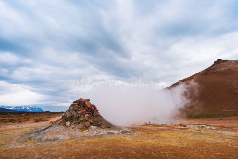 Geotermiczny teren Namafjall z parowymi erupcjami, Iceland, Europa zdjęcia royalty free