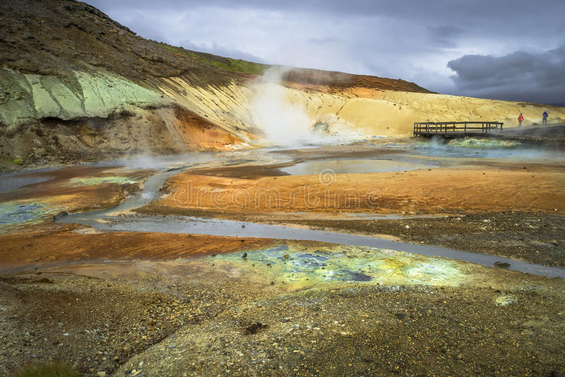 Geotermiczny teren z gorącymi wiosnami na Iceland, lato zdjęcia royalty free