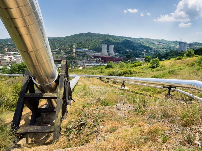 Geotermisk kraftverk i Larderello Tuscany royaltyfri foto