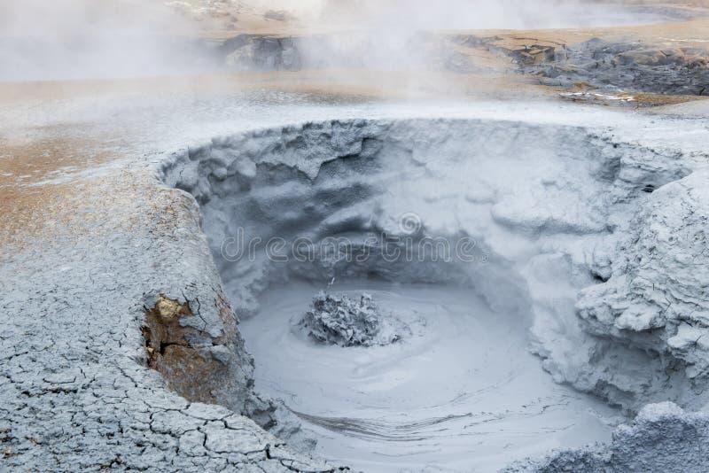 Geotermiskt fält Namaskard, Island arkivfoton