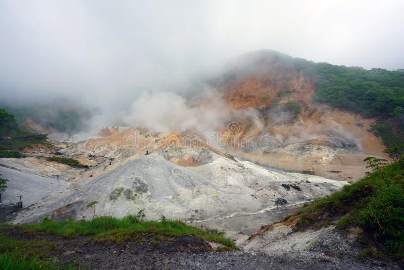 Geothermic Dämpfe in Noboribetsu im Nationalpark Shikotsu-Toya in Hokkaido, Japan lizenzfreies stockfoto