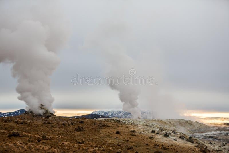 Geothermische activiteit op vulkanisch gebied in IJsland stock afbeelding