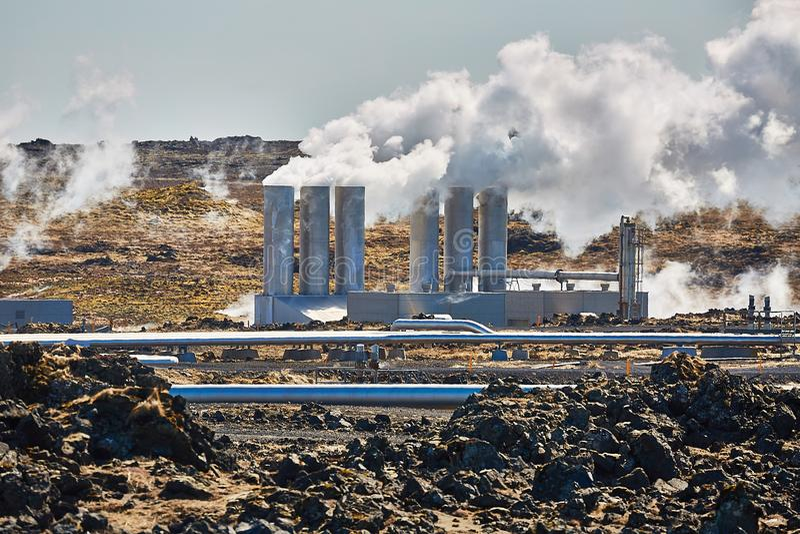 Geothermische Elektrische centrale stock afbeelding