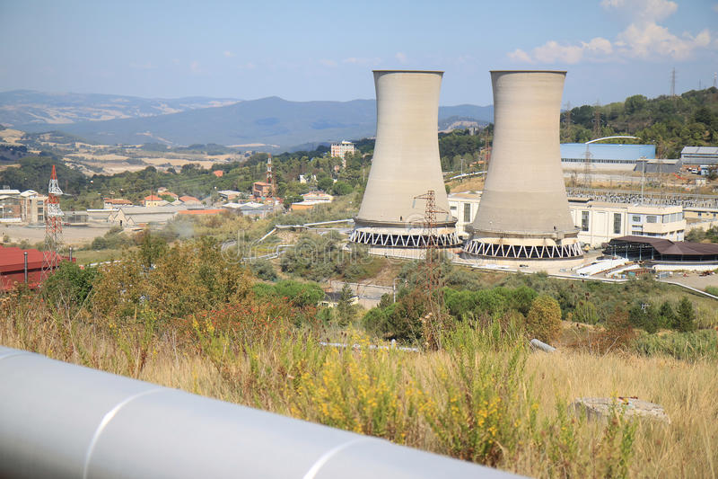 Geothermische energieproductie, Larderello in Italië royalty-vrije stock foto's